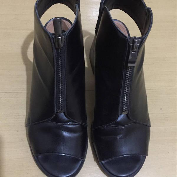 Open boot preta