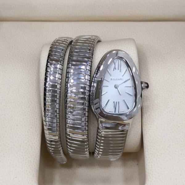 Relógio bvlgari serpente fundo branco caixa prata pulseira