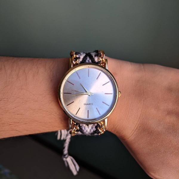 Relógio quartz dourado com lã