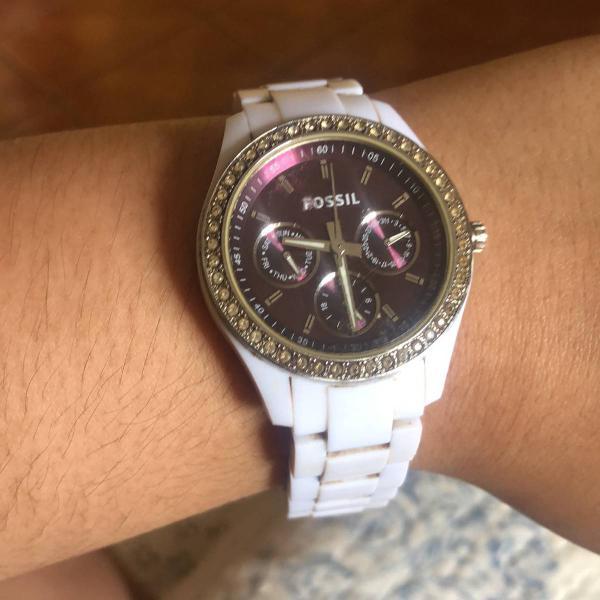 Relogio fossil com pulseira branca