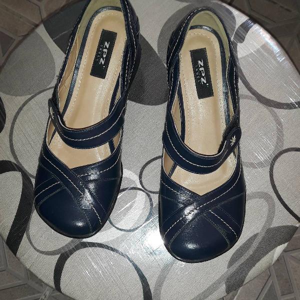 Sapato retrô azul marinho