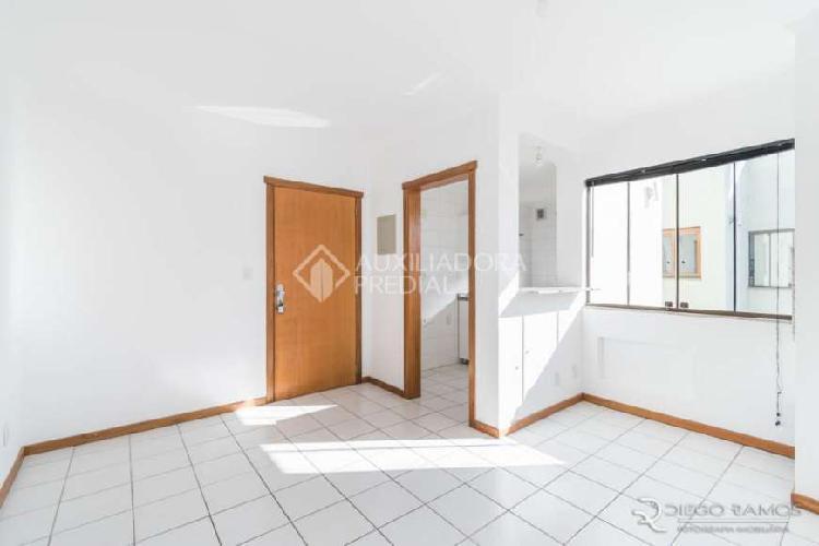 Apartamento com 1 quarto para alugar, 60 m² por r$