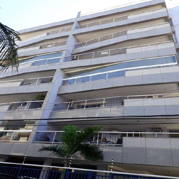 Apartamento com 3 quartos para alugar, 145 m² por r$