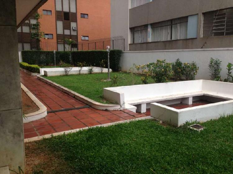 Apartamento com 4 quartos para alugar, 217 m² por r$