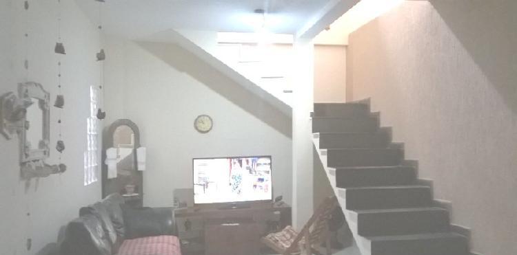 Bela casa 3 quartos com ótima localização no bairro