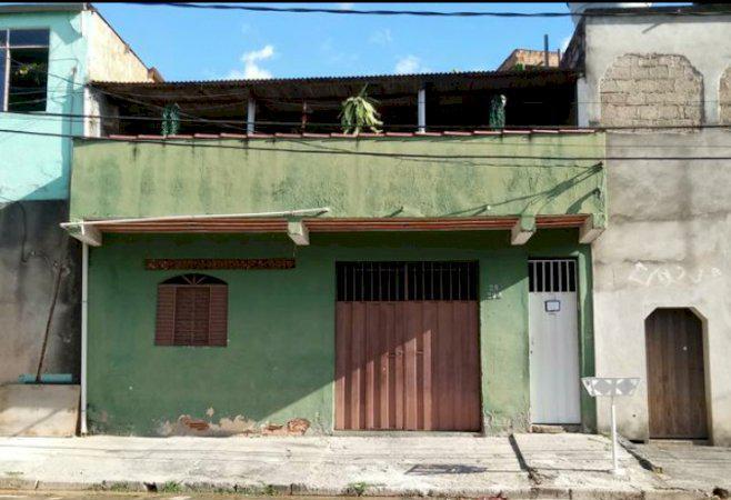 Casa 6 comodos, 2 quartos, cozinha, sala, copa e banheiro