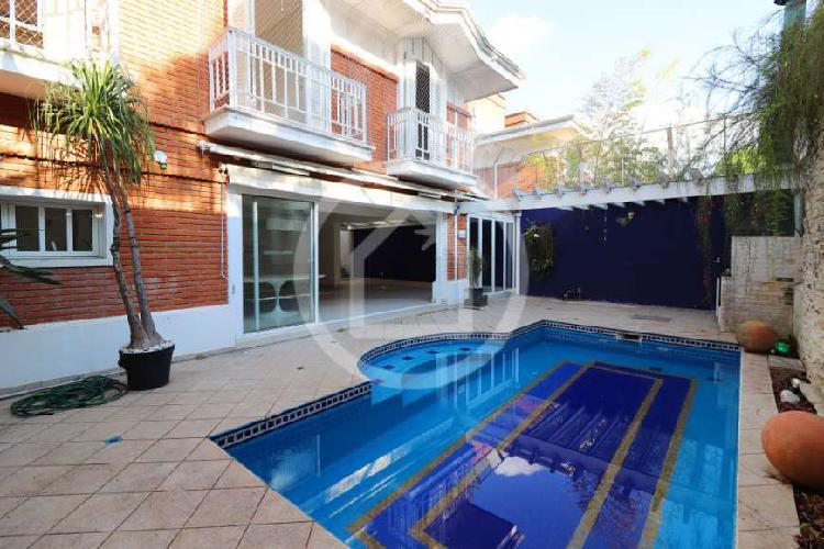 Casa de condomínio com 4 quartos à venda, 600 m² por r$