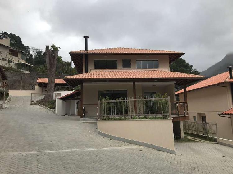 Casa de condomínio com 4 quartos para alugar, 200 m² por