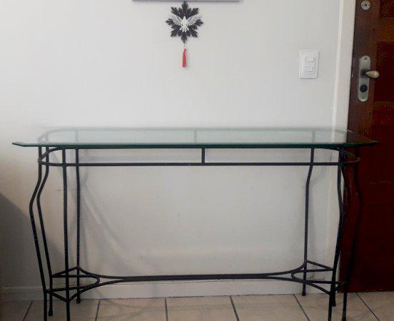 Mesa ferro fundido com cadeiras e aparador tampos vidro biso