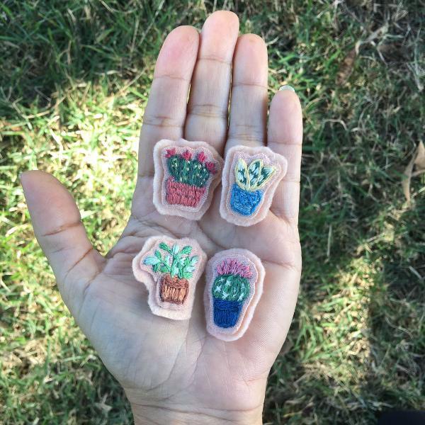 "Mini patches bordados ""plantinhas"""