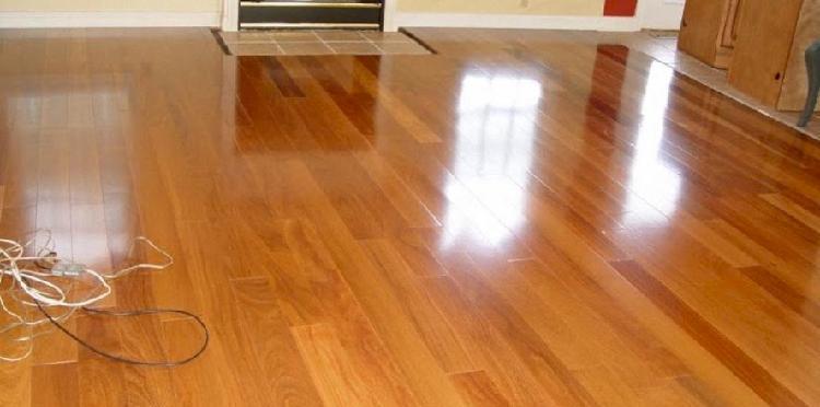 Serviço de restauração de pisos de madeira