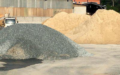 Vende-se areia, brita, pedra, escória, terra vegetal