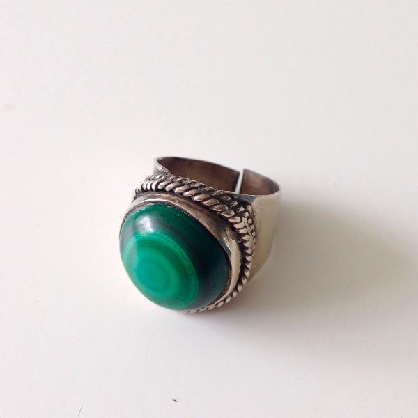 Anel prata com pedra verde