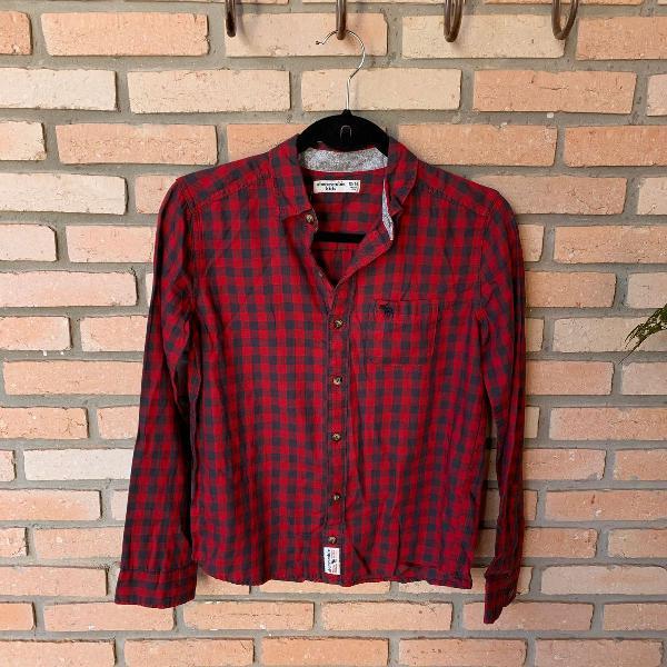 Camisa infantil xadrez vermelha. marca abercrombie. tamanho