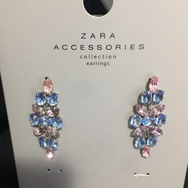 Zara, lindíssimo brinco em pedras.