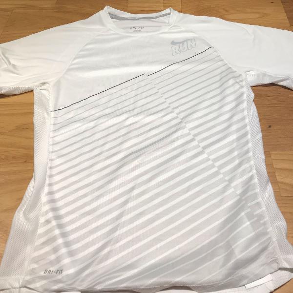 Camisa oficial nike run dry fit - tamanho p masculino