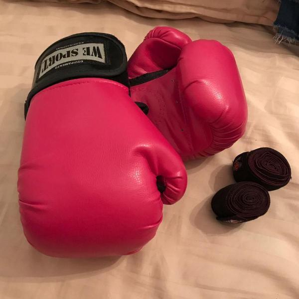 Luva de boxe com bandagem