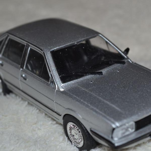 Miniatura volkswagen santana cinza - escala 1/43