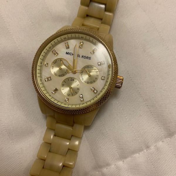 Relógio dourado michael kors - feminino
