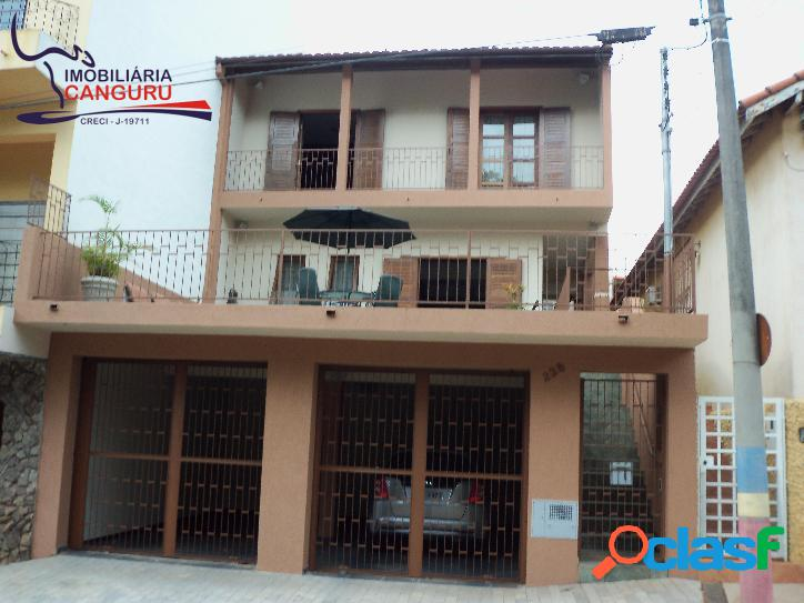 Sobrado, 4 dormitórios, no Centro, Piraju-SP