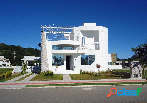 Linda casa em condomínio fechado, mobiliada, terreno 420m² florianópolis norte da ilha cachoeira do bom jesus