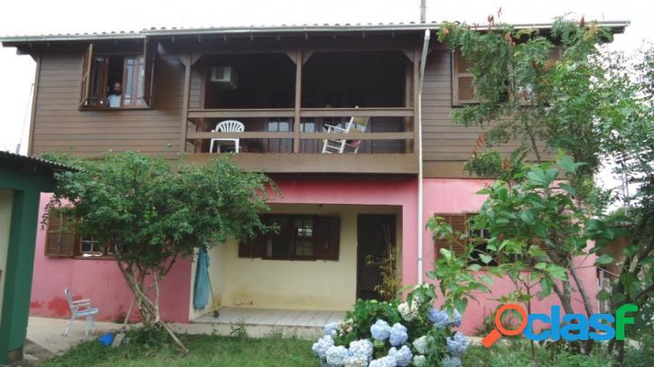 Sobrado a venda com 250m², 03 dorm (suíte), garagem p/ 04 veículos. florianópolis rio vermelho norte da ilha praia do moçambique.