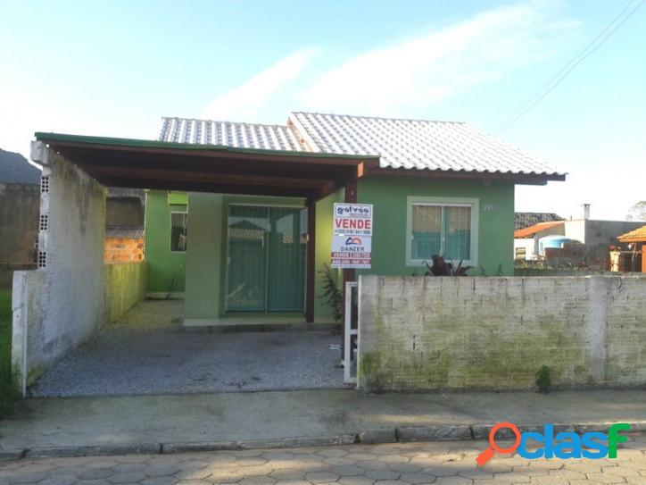 Casa com 02 dorm + kitnet. rua calçada. florianópolis rio vermelho norte da ilha praia do moçambique.