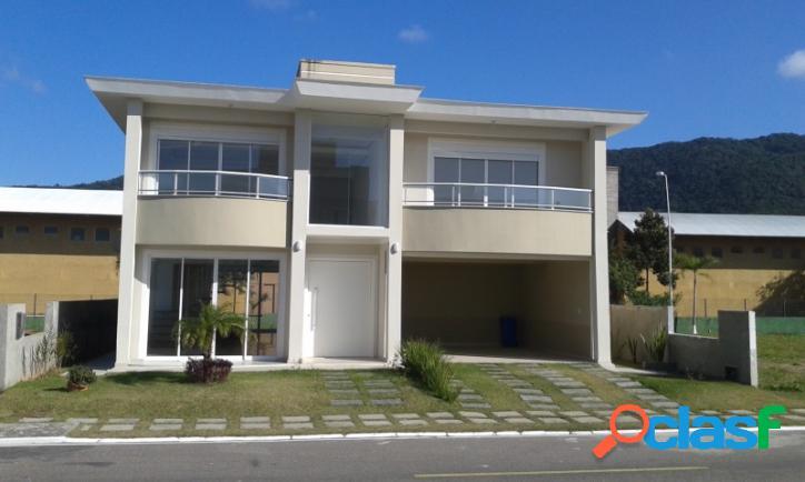 Casa a veda com 03 suítes. condomínio fechado com área de lazer florianópolis rio vermelho norte da ilha praia do moçambique.