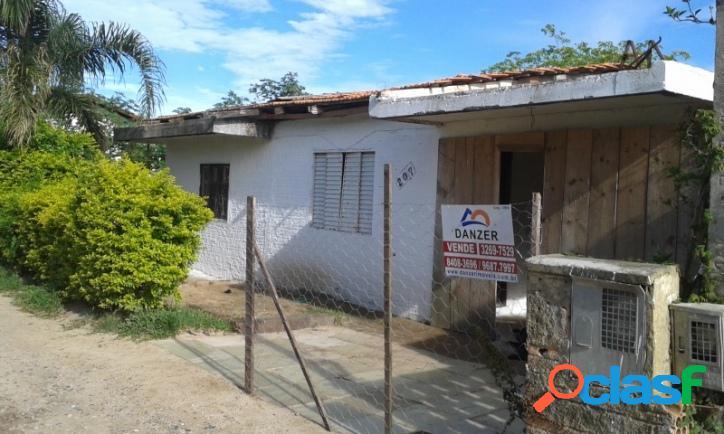 Casa a venda próximo ao posto de saúde e escola pública. florianópolis rio vermelho norte da ilha praia do moçambique.