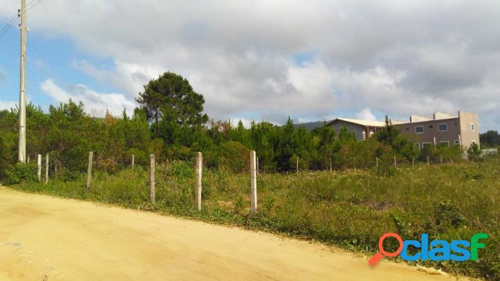 Lindo terreno a venda com uma linda vista para a praia do moçambique florianópolis rio vermelho norte da ilha.