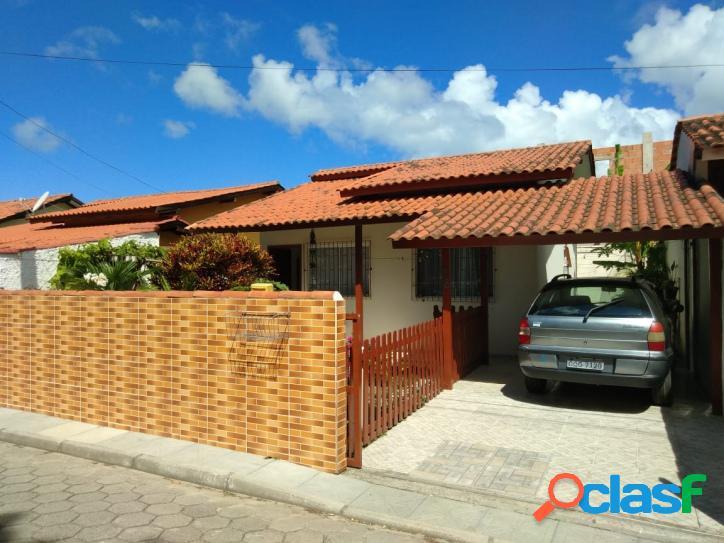 Casa c/ 2 dorm, rua calçada. ótima localização florianópolis rio vermelho norte da ilha praia do moçambique.