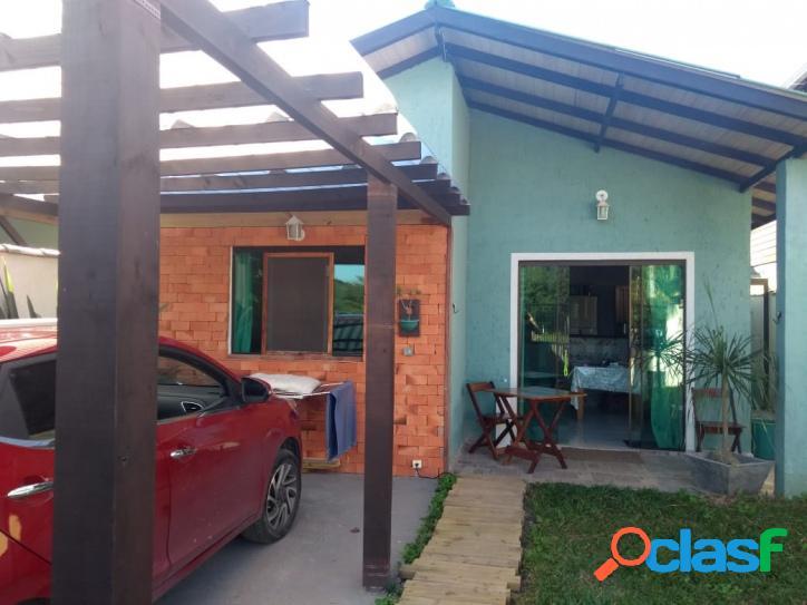 Ótima casa a venda c/ 2 dormitórios. excelente localização. florianópolis - rio vermelho com acesso a lagoa da conceição.