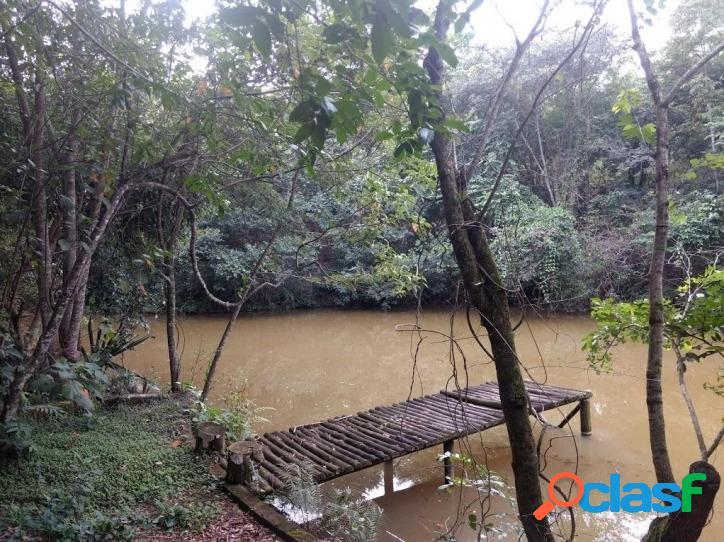 Chácara em condomínio rural - com lago