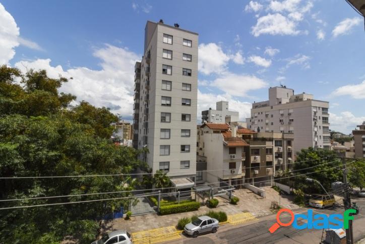 Apartamento 2 dormitórios, suíte, vaga coberta. Rio Branco 3