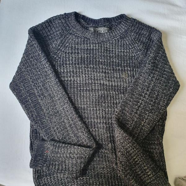 Blusa de frio sergio k. tam p, usada uma vez, cor cinza e
