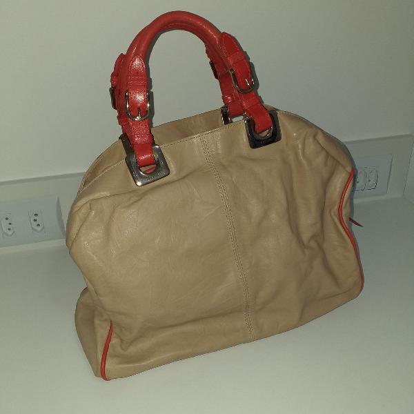 Bolsa de couro ecológico bege com detalhes em vermelho