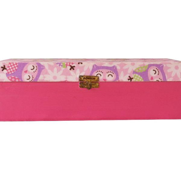 Caixa de madeira rosa com estampa de corujinhas