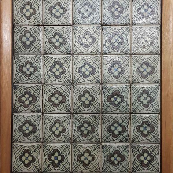 Francisco brennand. tampo de mesa contendo 50 azulejos,