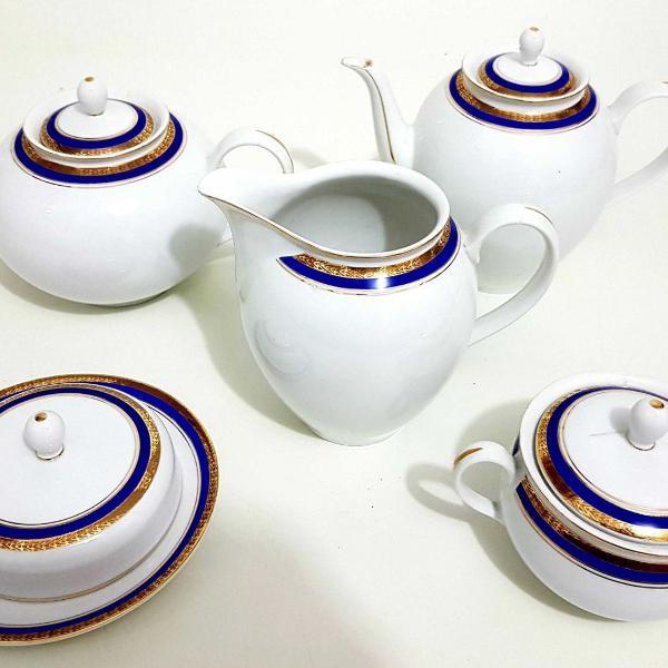 Jogo de chá e café em porcelana brasileira,