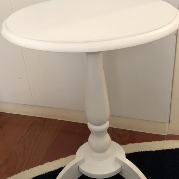 Mesa lateral redonda branca de mdf etna com 47 cm de
