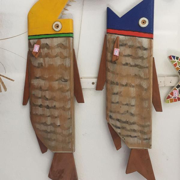 Peixes em madeira demolição artesanal