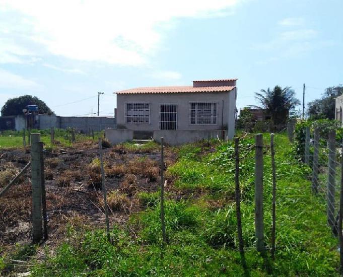 Venda de uma terreno com uma casa em construção!