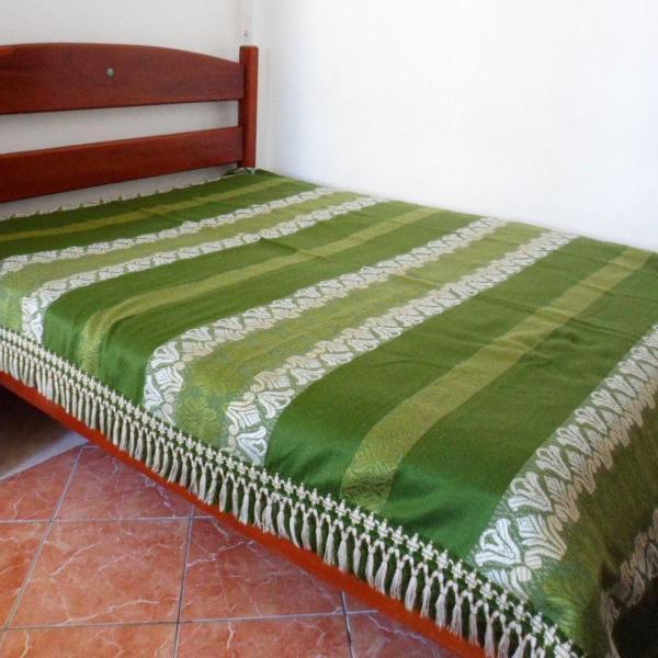 Linda colcha espanhola verde de casal com franjas
