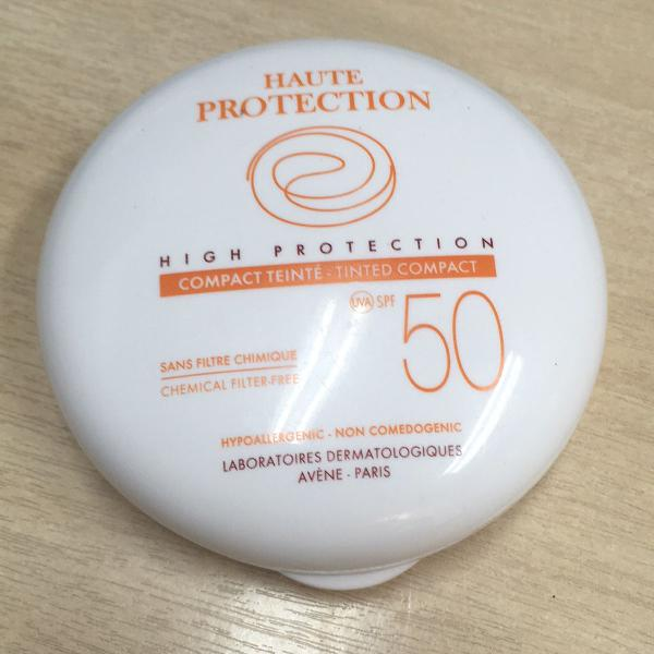 Protetor solar compacto cor bege fator 50 da avene