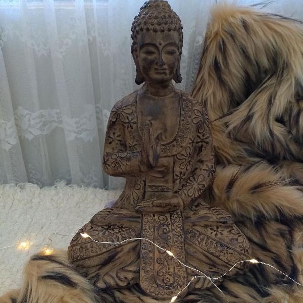 Buda abençoando