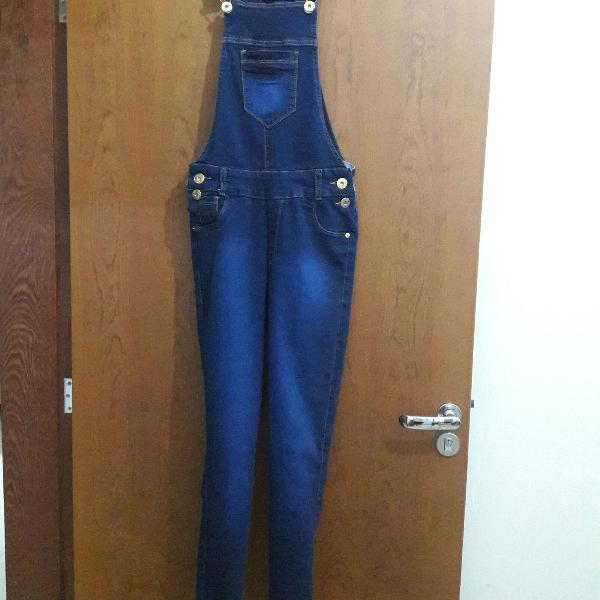 Jardineira jeans longa feminina