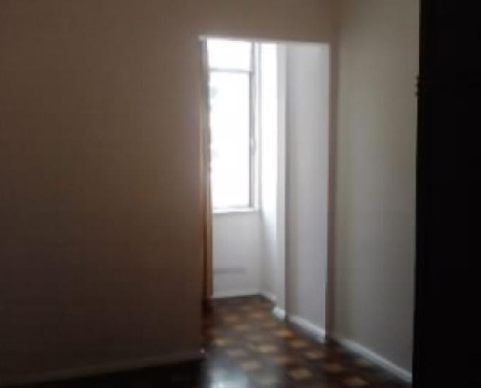 Apto 2 quartos, garagem, rua 5 de julho