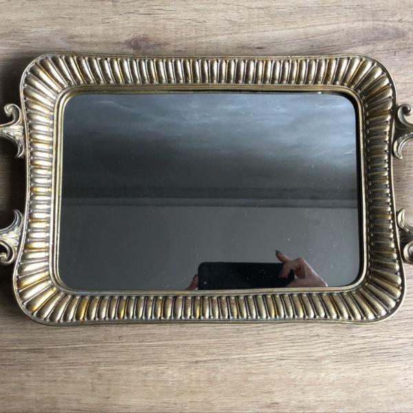 Bandeja espelhada dourada clássica