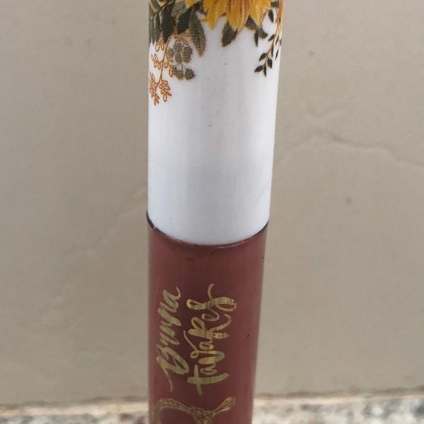 Batom líquido bruna tavares cor: helena