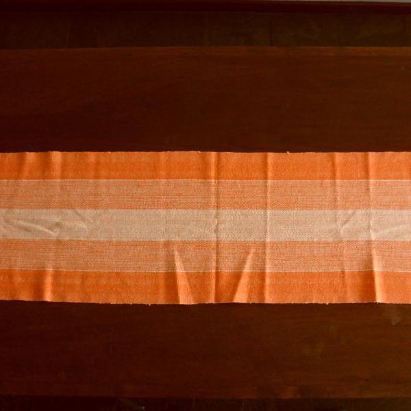 Caminho de mesa artesanal em algodão texturizado rústico